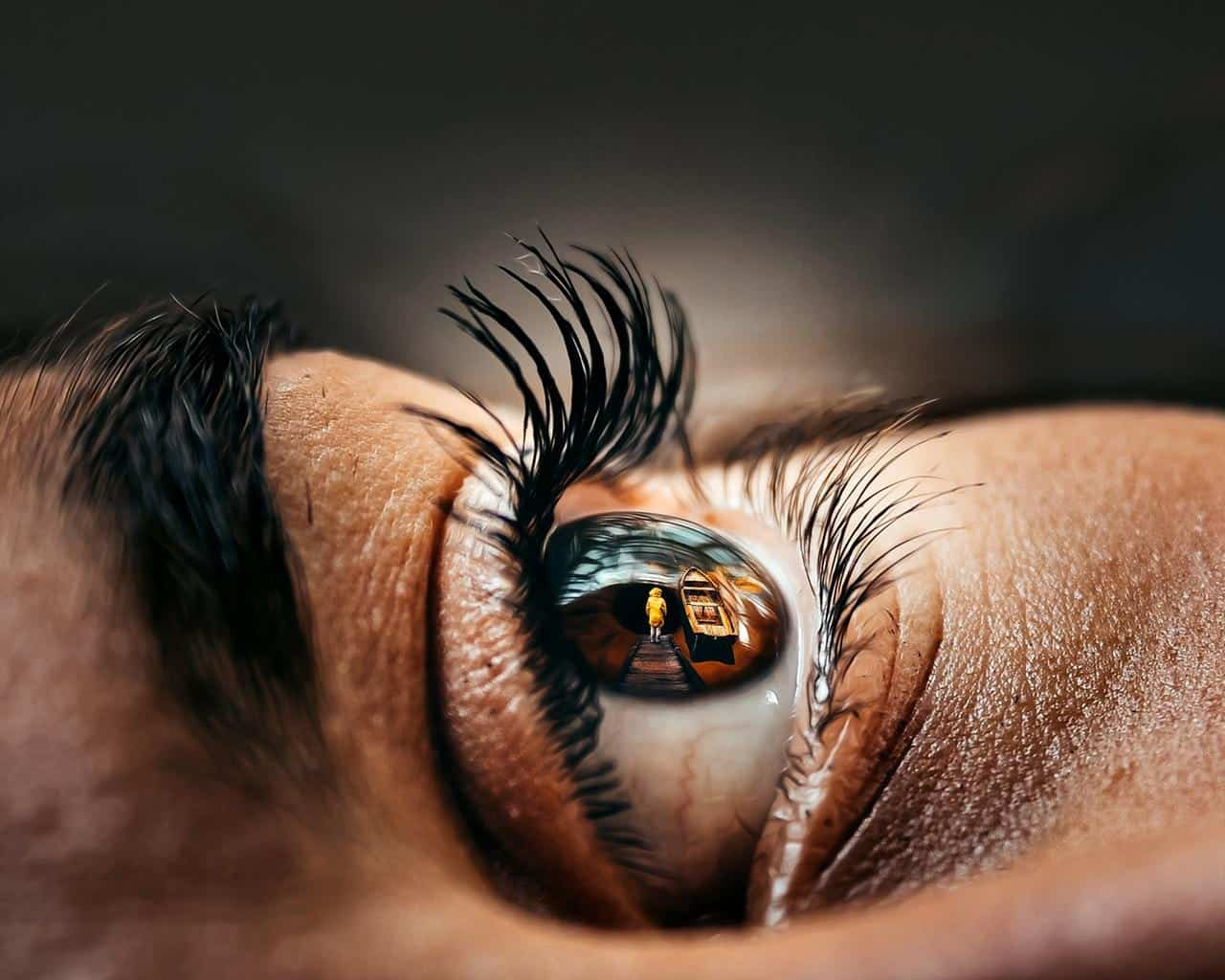 Are Your Eyelashes Turned Inward or Outward?